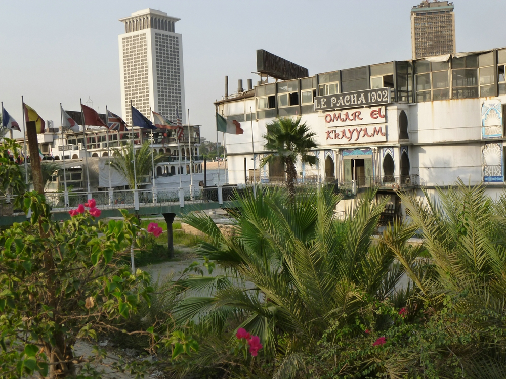 Floating restaurants behind a fenced promenade on El-Gezira. Photo by Irit Eguavoen