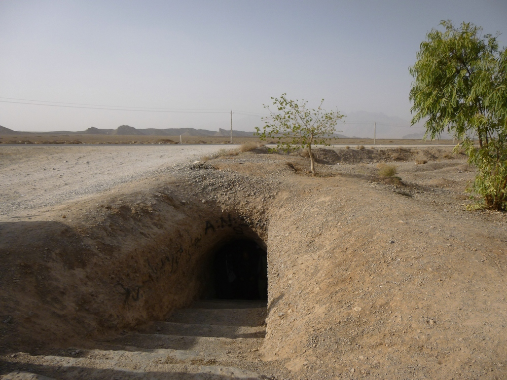 The payab of Mehriz with its flow of fresh and clean water could easily be overseen in the desert landscape. Downstream, the same qanat flows above ground through Pahlevanpoor Garden.